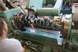 Kurbelwellenschleifmaschine Kurbelwelle schleifen