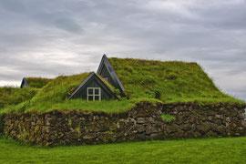 Grasnabenhaus bei Skogar