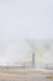 Deildartunguhver Frau in Nebeldämpfen