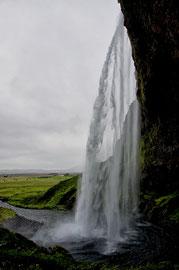 Hinter dem Seljalandsfoss 3