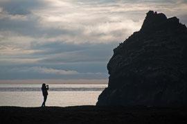 Schattenspiel an der Küste von Reykjanesviti
