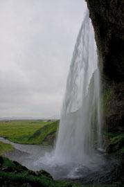 Hinter dem Seljalandsfoss 4