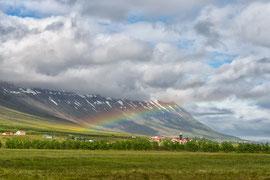 Regenbogen über Neskaupstadur