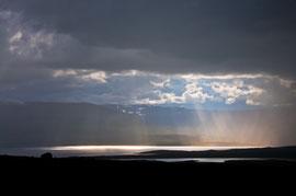 Sonne und Regen am  Fjord Eyjafjörður