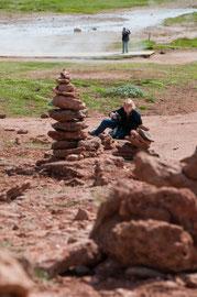 Steinpyramide der Wanderer bei Strokur
