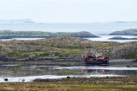 Schiffswrack in den Schären bei Stykkisholmur