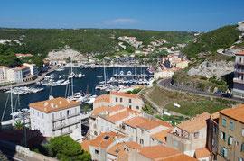Der Hafen von Bonifacio.