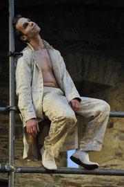 """""""Jedermann"""" bei den Burgfestspielen Mayen - Rolle: Der Tod (Foto: © Peter Seydel, 2010)"""