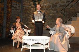 """""""My Fair Lady"""" bei den Burgfestspielen Mayen - Rolle: Butler (Foto: © Peter Seydel, 2008), mit Astrid Voss und Gutzi Willer"""