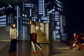"""""""Maß für Maß"""" im Gemeinschaftshaus der Gropiusstadt Berlin - Rolle Lucio (Foto: © Jens Rötzsch, 2014), mit Viktoria Lewowsky und André Lewski"""
