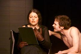 """""""Hautnah"""" im Freien Werkstatt Theater - Rolle: Larry (Foto: © X, 2004)"""