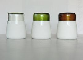 Porzellandose mit Deckel aus Altglas
