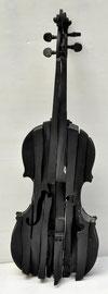 Arman: sculpture en résine noire, numérotée 74/100, signée.Cachet résine O.Aligon Art sous plexiglass. galerie d'art côte d'Azur-Biot