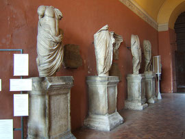 Le statue dei Senza Testa