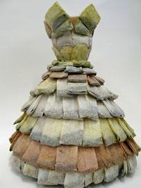 ohne Titel   2014   Tee, Cellulose, Baumwolle, Draht   40x32ø cm