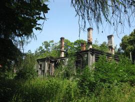 Один из сожженых старых домов Дудергофа