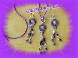 Madreperla viola, farfalle e cristalli per formare orecchini e collana.Art.040