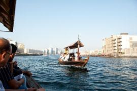 Dubai - Am Creek Abra fahren