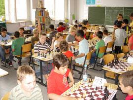 Bild 2: Rauchende Kinderköpfe beim Gaisburger Schulschachturnier