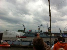 Selbst Kriegsschiffe beim Hafengeburtstag