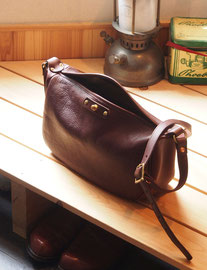 京都のバッグメーカー 革や帆布製のかばん・小物 レザーバッグ ショルダーバッグ(カカオ)