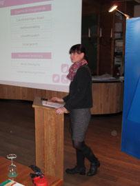 Katrin Schirrmacher von der Initiative Watt 2.0 referiert zur Energiepolitik.