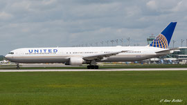 Boeing 767-300 - United Airlines