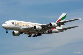 Airbus A380-800 - Emirates