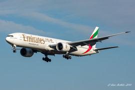 Boeing 777-300 - Emirates