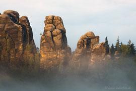 Detail der Schrammsteine bei Sonnenaufgang