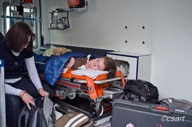 Auch wenn man es hier nicht sieht, Lena freut sich seit Tagen, endlich ins Krankenhaus zu dürfen...