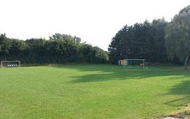 Fußballplatz von Tribüne aus
