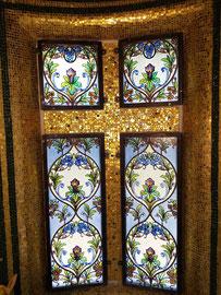 Croce dorata, 2016, mosaico con tessere d'oro, (Cappella Pagani, Torre - CH)