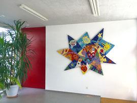 La stella dell'amicizia, 2017, mosaico con vetri, marmi e ceramica, 220 x 140 cm (Realizzato partendo dai disegni dei bambini dell'asilo di Gravesano, Svizzera)