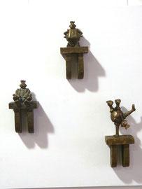 Wandobjekte: Thronender König-H 12 cm - König II -H 13 cm - König im Handstand- H 16 cm