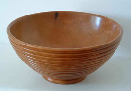 Pear-wood bowl with ribbed exterior and round foot / Bol en poirier.  H 8cm x Diam 16cm