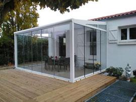Un abri de terrasse fermé, n'attendez plus et profitez enfin de votre terrasse à toutes les saisons.