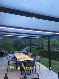 Un éclairage LED pour votre pergola et vous passerez encore plus de temps à l'extérieur. Ambiance garantie, économe et longue durée de vie.
