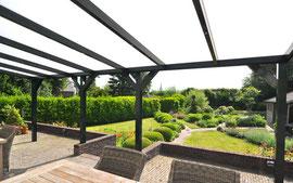 Braver la pluie, la bise ou les flocons de neige confortablement allongé sur sa terrasse. Plonger dans son jardin tout en se protégeant efficacement des intempéries.