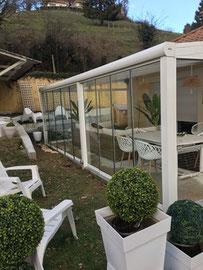 La pergola vérasol en aluminium, aménagée en jardin d'hiver vous permet de prolonger son utilisation pendant la période hivernale.