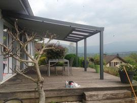 Mieu x qu'un simple parasol, la pergola vous permet d'embellir votre extérieur et d'avoir un coin d'ombre sur votre terrasse ou dans votre jardin.