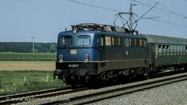 BR 110 mit Schnellzug zwischen München und Augsburg (1980)