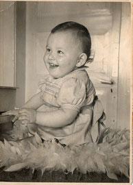 Paul-André ( ZyZZZyZ ) le jour de ses 11 mois . . . privé de dessert ...