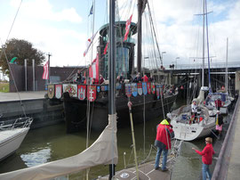Die Schleuse zum Neuen Hafen in Bremerhaven