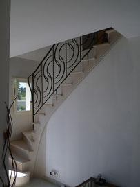 le même escalier habillé pierre correction des marches et dessin de voûte pour casser la cloison du dessous