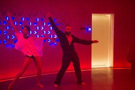 Kyoko (Sonoya Mizuno) und Nathan (Oscar Isaac) in einer großartigen Tanz-Performance © UNIVERSAL