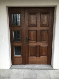 traditionelle Haustüre gebeizt nach Kundenwunsch