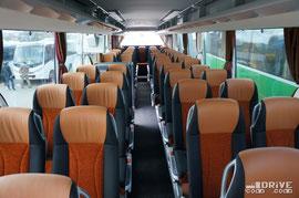 Салон полностью соответствует высокому статусу брэнда Setra: 51 комфортабельное кресло, санузел и т.п. Кстати, если отказаться от WC, то багажные отсеки могут достигать весомых 9,7 м3