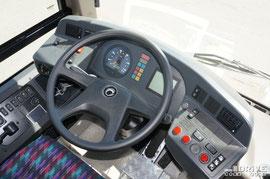 Кабина ничем особым среди европейских одноклассников не выделяется. Рулевое управление ZF тип 8098. КП автоматическая, на данном экземпляре - VOITH D.845..5 с трехкнопочным управлением