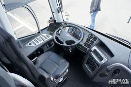 Машина оснащается 440-сильным двигателем Scania DC 13 112, сагрегатированным с 12-ступенчатой КП GRS895R с автоматическим переключением Opticruise. Передняя подвеска независимая